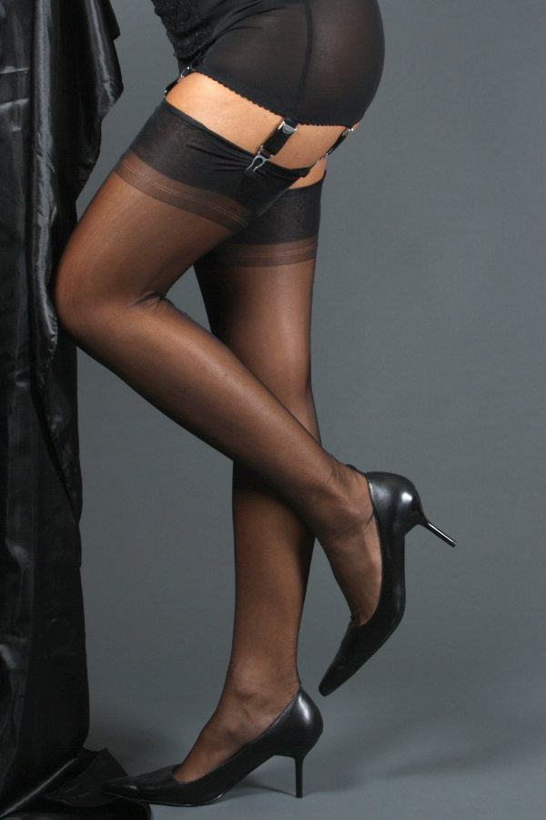 NylonDreams FF Point Heel Stockings Fully fashioned Seamed / Strumpbyxor.com